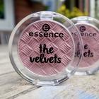 the velvets eyeshadow von essence