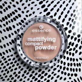 mattifying compact powder von essence