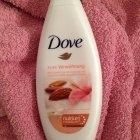 Pure Verwöhnung - Reichhaltige Pflegedusche Mandelmilch und Hibiskusduft von Dove