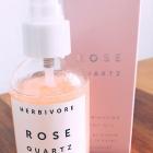 Rose Quartz Illuminating Body Oil von Herbivore Botanicals
