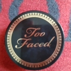 Born This Way Setting Powder von Too Faced