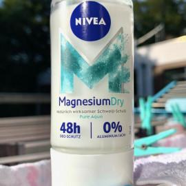 Magnesiumdry Pure Aqua Deo Roll On von Nivea